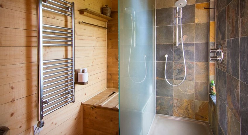 Treehouse - shower room
