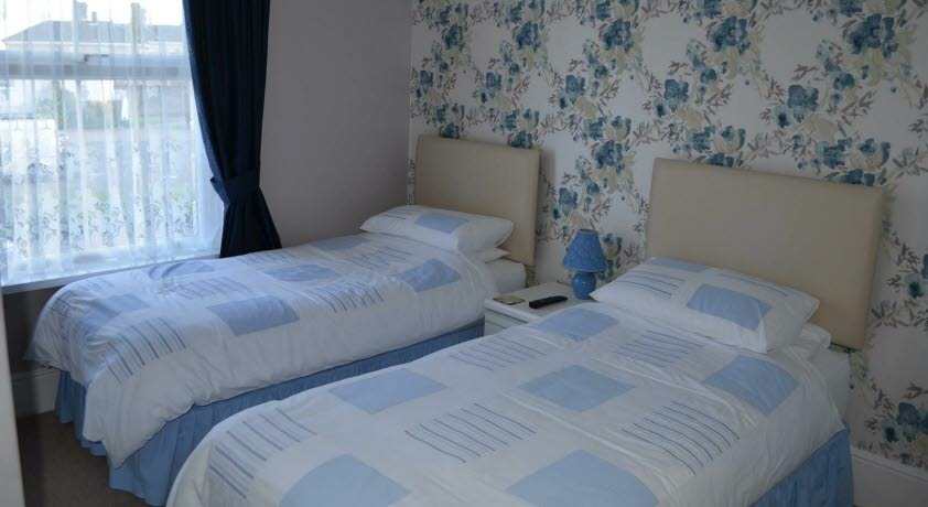 Claremont Guest House twin bedroom, Shanklin Isle of Wight
