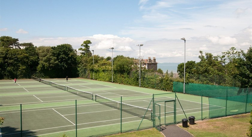 West View Holiday Cottage - nearby tennis court