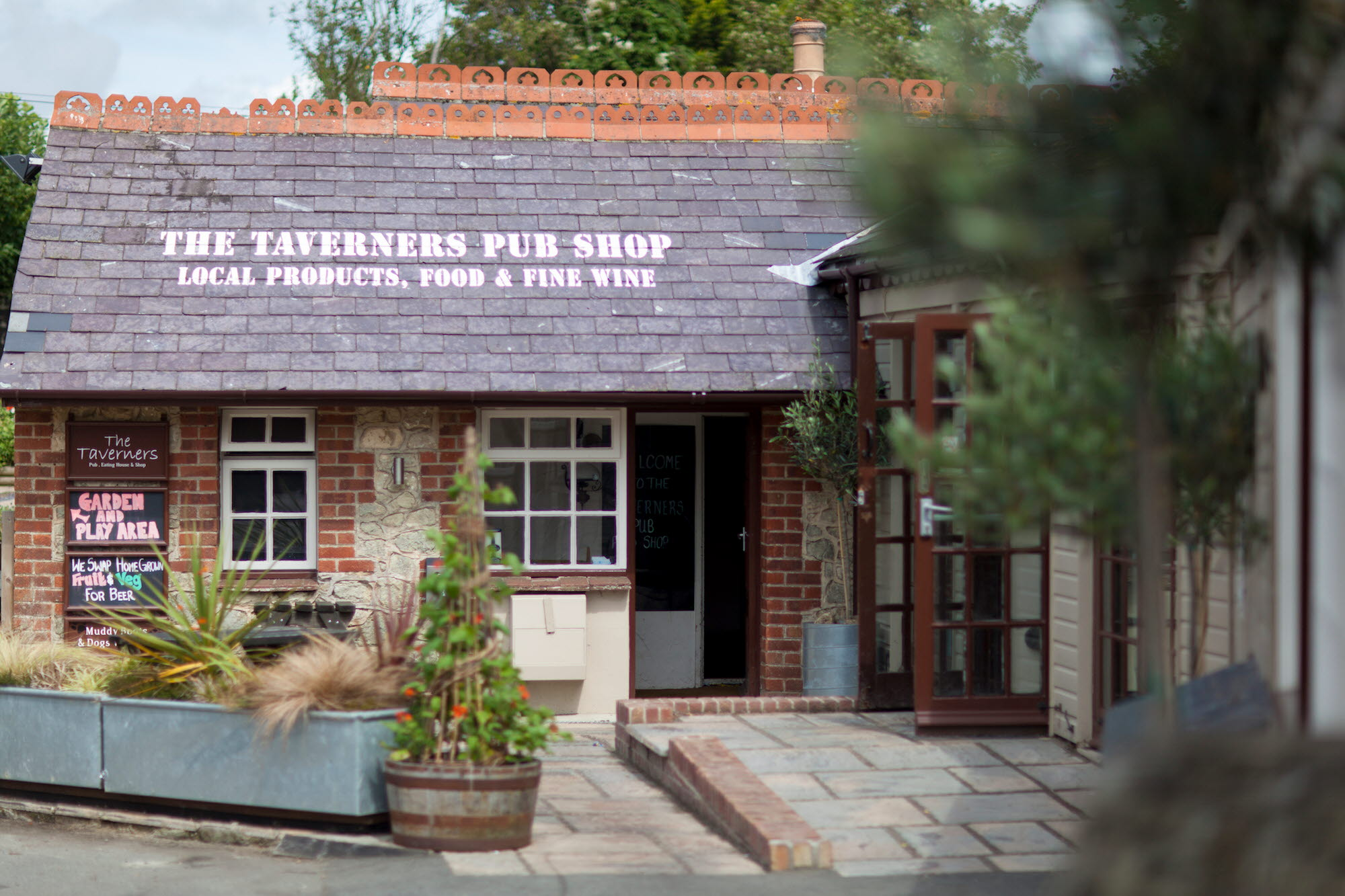 Godshill Taverners Pub Shop