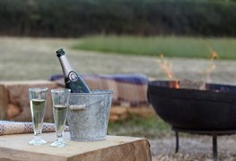 glamping the wight way, off copse road, freshwater, iow
