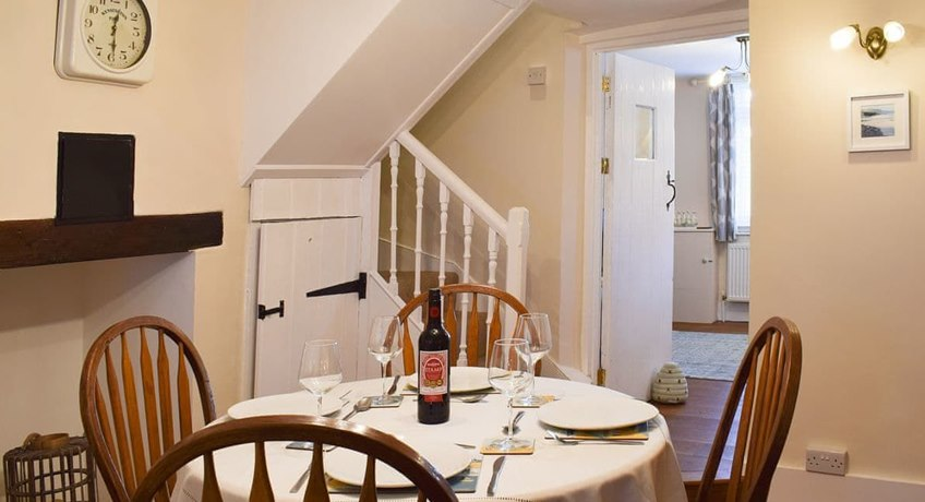 Bee Cottage, 48 Broadway, Sandown, Isle of Wight, PO36 9BZ