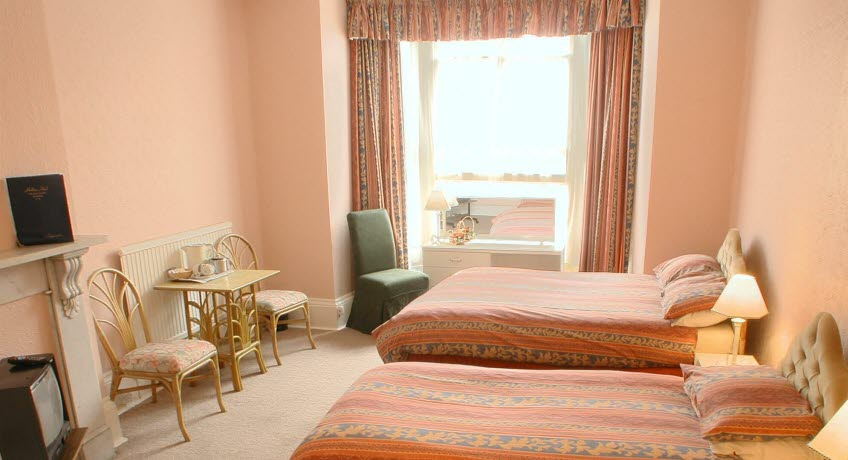 Holliers twin bedroom Shanklin Isle of Wight