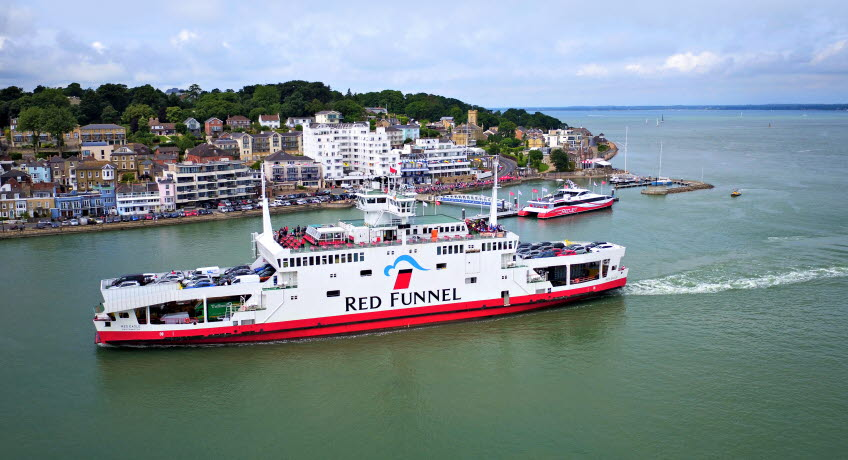 Red Eagle approaching Cowes